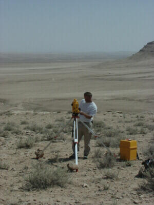 Carrying out measurements with a total station and a prism at the desert edge of Jebel Bishri in Central Syria. © SYGIS.