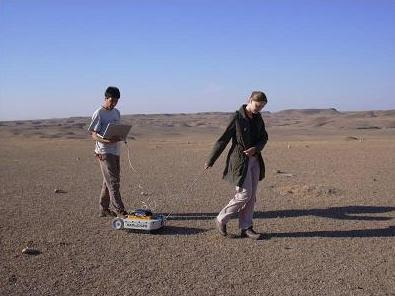 Applying a Ground Penetrating Radar (GPR) in searching for underground graves on the northeastern parts of the Bishri mountain. Photo: Elena Garcia Guizé, © SYGIS.