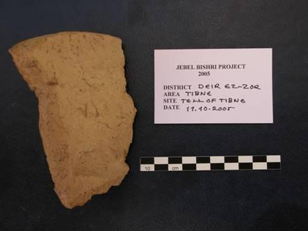 A fragment of a handmade early Uruk pot from Tibne, the foot of Jebel Bishri. Photo: Michael Herles 2005 © SYGIS – Jebel Bishri, the Finnish Project inSyria
