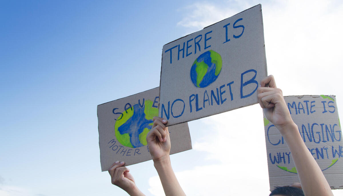 """There is no planet B"" banners in the hands of demonstrators"