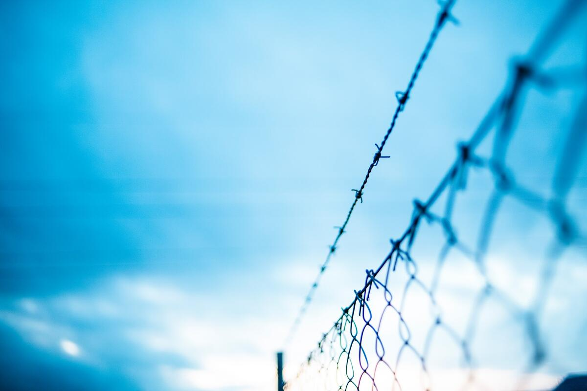 Barbed wire fence, Markus Spiske/Unsplash
