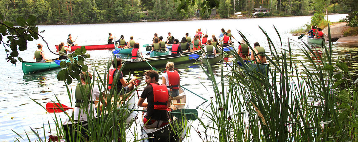 Helsinki Summer School picture for social programme, canoeing at a lake