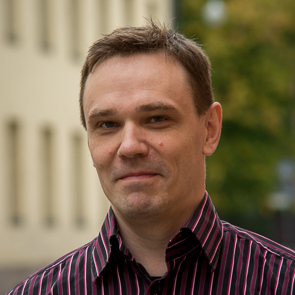 Photo of Hannu Kalavainen smiling outside a historic campus building