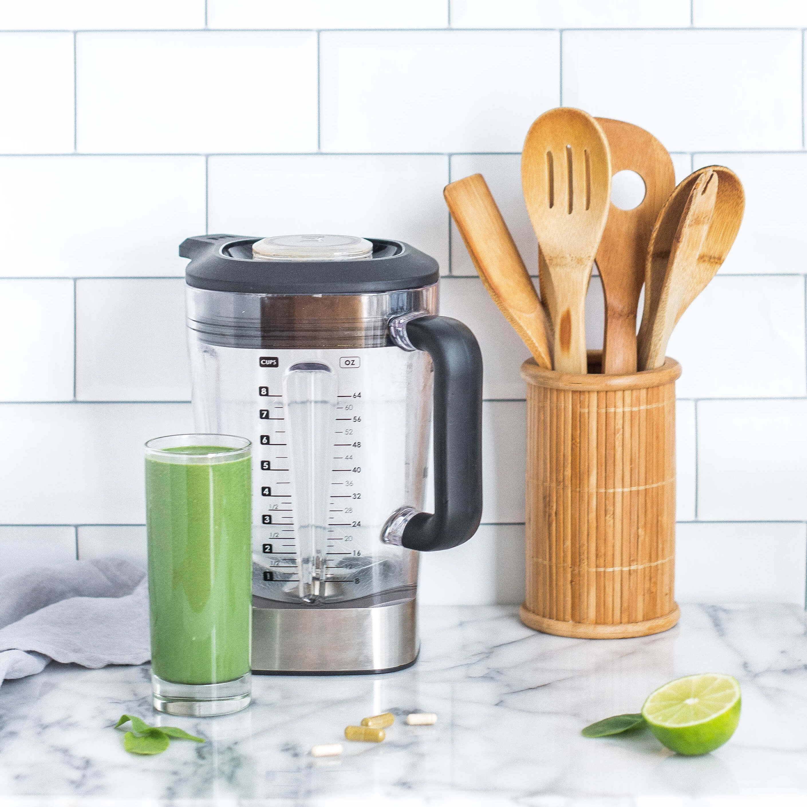 Mediating expertise project on nutrition. Photo: A blender, a smoothie and spoons.