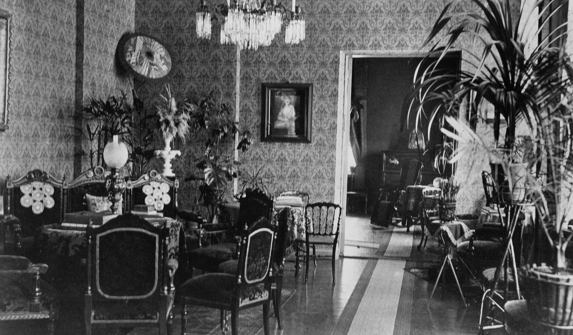 The home of astronomy professor Anders Donner, view of the hall. Photo: Helsinki City Museum / CC BY 4.0